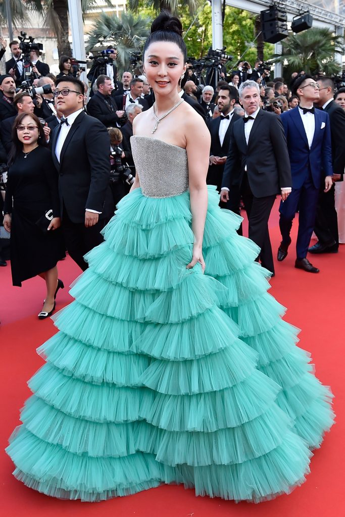 "Chinese actress Fan Bingbing poses as she arrives on May 8, 2018 for the screening of the film ""Todos Lo Saben (Everybody Knows)"" and the opening ceremony of the 71st edition of the Cannes Film Festival in Cannes, southern France. / AFP PHOTO / LOIC VENANCE"